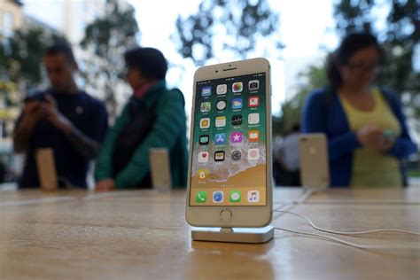 Apple lowers orders for iPhone 8 as customers hold out for