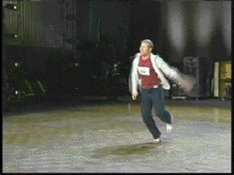 So You Are Not the Worst Dancer There Is (37 gifs