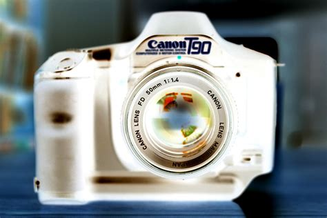 My Canon T90 – Camera Obscure