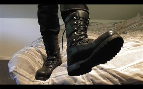 ARMY BOOT WORSHIP IN SLAVE'S BED